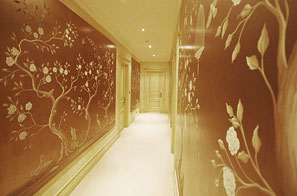The gilt Chinoiserie hallway